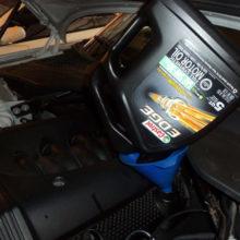 Замена масла в двигателе Jaguar